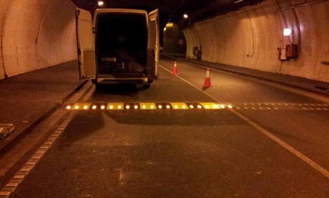 Bandas Reductoras de Velocidad en Tunel de la Rovira de Barcelona - Imagen 2