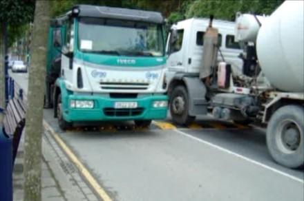 2 camions de mettre du poids sur une Ecobam RDV 800/50