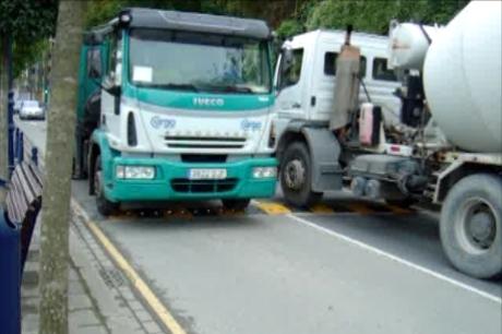 2 camiones aplicando peso en un Ecobam RDV 800/50